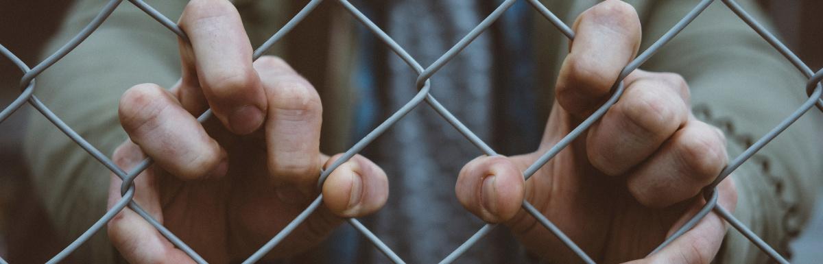 Börtön, kártérítés, kártalanítás: hova forduljunk ...